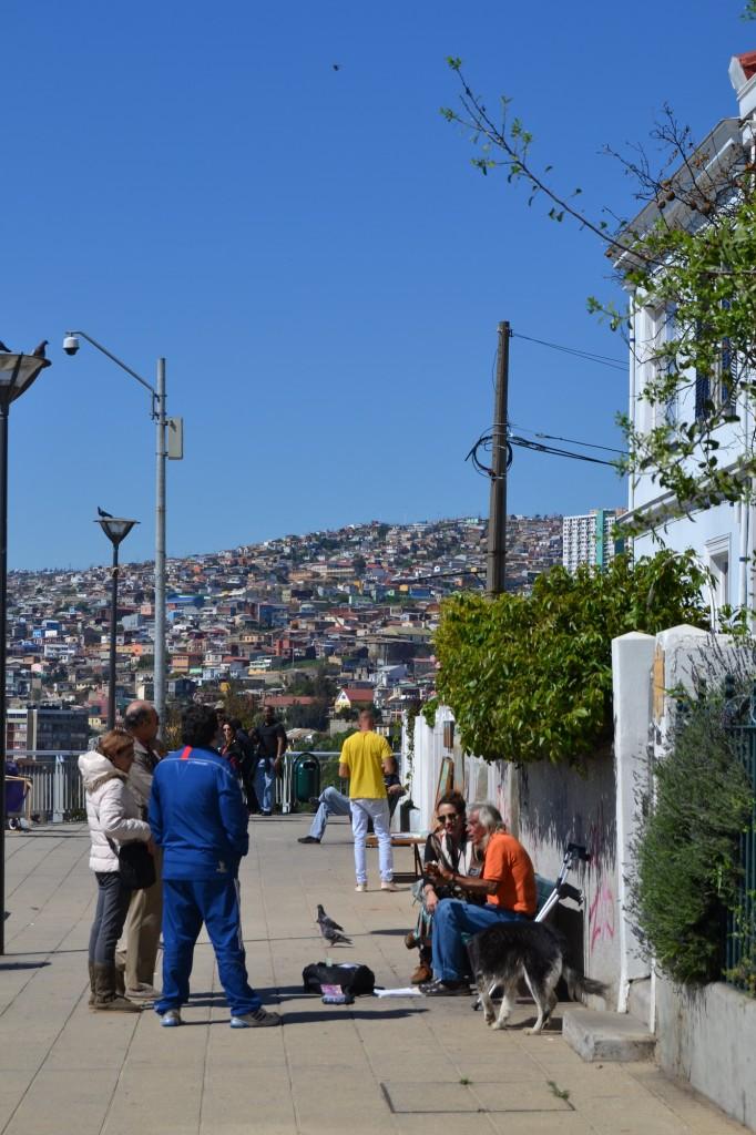 Banc musique et panorama à Valparaíso